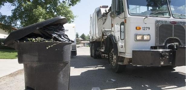 City of Saskatoon considers whether people should pay for garbage pickup